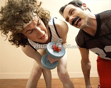 personal trainer screaming at weight lifter 600-00917045