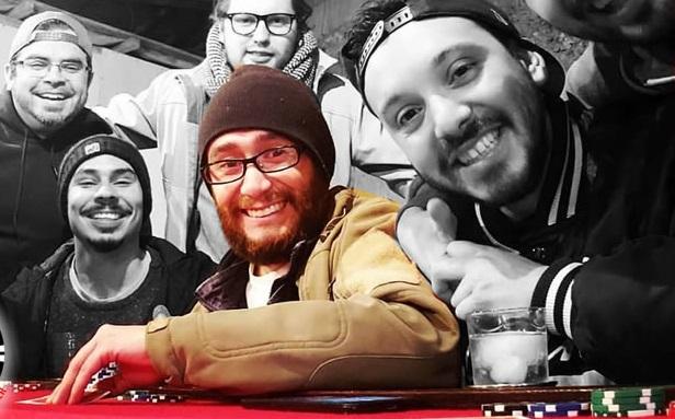 Gaspar Muena en una mesa de Póker junto a algunos amigos.